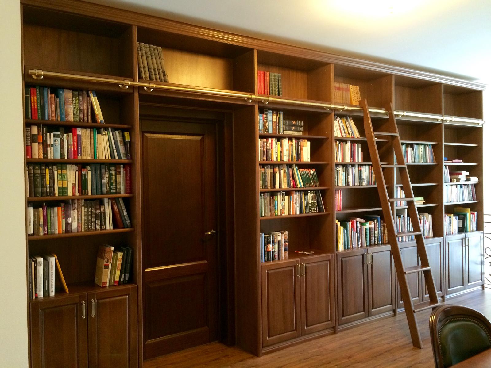 Домашняя библиотека из массива дуба - шкаф-стеллаж для книг.