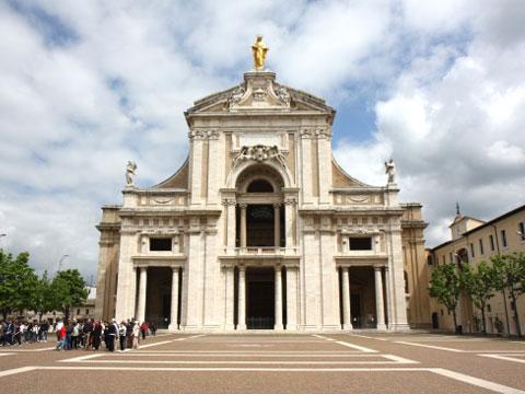 Фасад базилики Санта Мария дельи Анджели