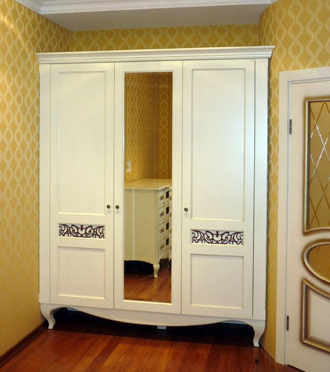 Шкаф платяной.