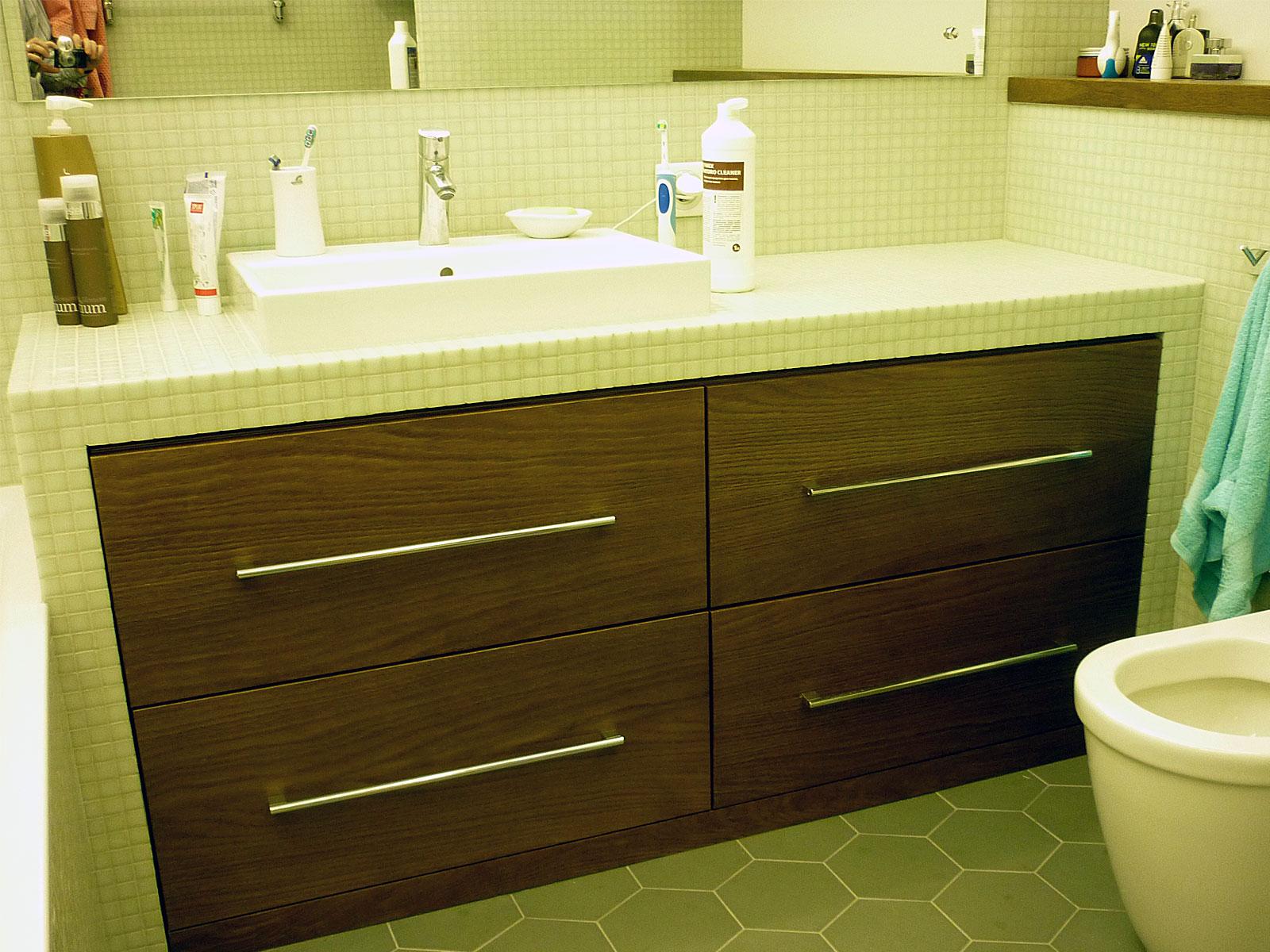 Столешница под ванную