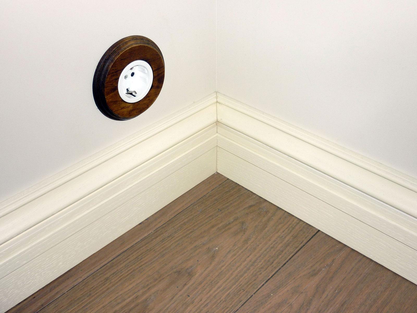 мыться плинтус напольный деревянный широкий фото неприхотлив уходе